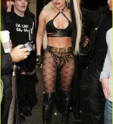 lady-gaga-fishnets-02.jpg